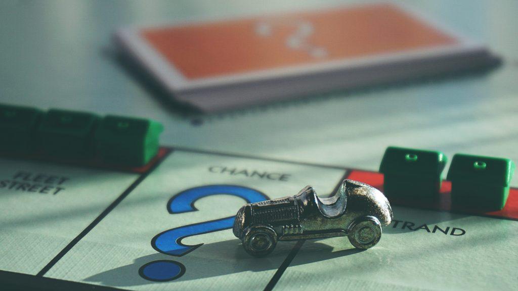 Gros plan sur un jeu de société d'opérations immobilières
